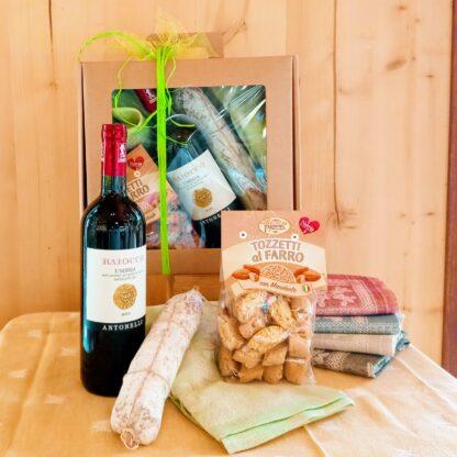 confezione regalo Pasqua vino e salame